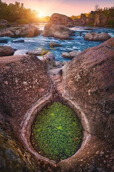 File:Дивовижне каміння Південного Бугу.jpg