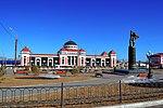 Памятник героям-стратонавтам на фоне жд вокзала.jpg