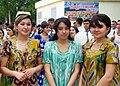 Студентки в национальной одежде.JPG