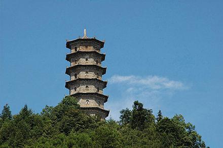 鲤鱼山多宝塔 建阳多宝塔位于距水南5里的鲤鱼山,建于三十年(1602年图片