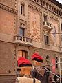 005 Casa Comella i maniquins amb barretina.jpg