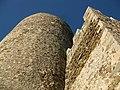 028 Castell de Montsoriu, mur est del recinte sobirà i torre mestra.jpg