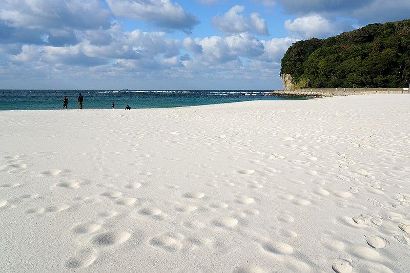 File:131221 Shirarahama Beach Shirahama Wakayama pref Japan07s3bs.jpg