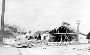 1915 New Orleans hurricane - Image: 1915 Hurricane Car Barn 01