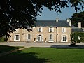 1 Château de Guernon-Ranville, côté cour.jpg