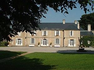 Ranville - Image: 1 Château de Guernon Ranville, côté cour