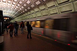 Union Station (Washington Metro) - A Red Line train leaving the station