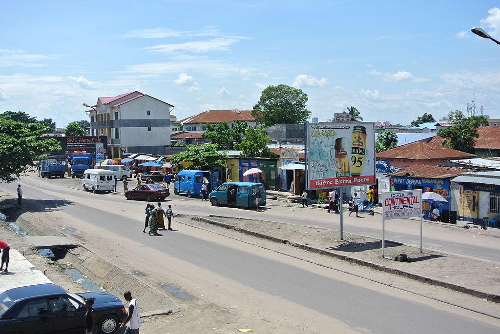 2013 Boulevard des Huilleries Kinshasa 8756710727.jpg