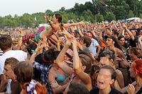 2013 Woodstock 127 fala, crowd surfing.jpg