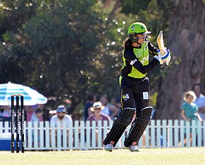 Erin Osborne - Osborne batting for Sydney Thunder during WBBL02.