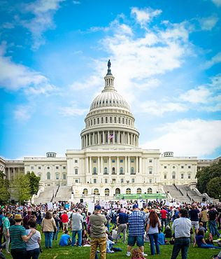 2017.04.15 -TaxMarch Washington, DC USA 02315 (34019173736).jpg