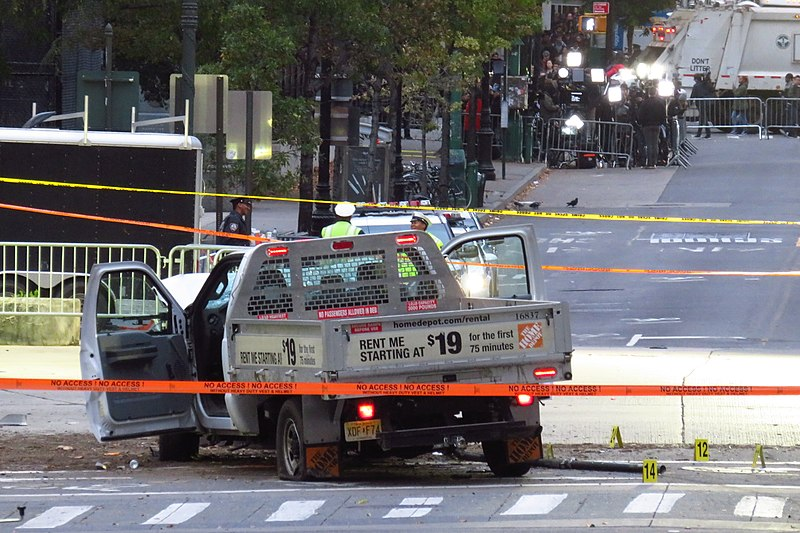 Archivu:2017 NYC Truck Attack Home Depot Truck (cropped).jpg