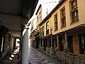 233 Calle de Bances Candamo (Sabugo, Avilés), porxos, al fons la Plaza del Carbayo.jpg
