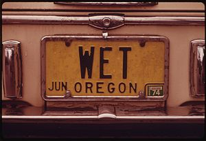AN OREGON PERSONALIZED LICENSE PLATE WITH THE ...