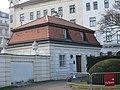 AT-68612 Pförtnerhaus links und rechts - Eingang Südseite Belvedere Wien 04.JPG