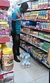 A supermarket worker working.jpg