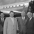 Aankomst Vice Minister van Buitenlandse Handel N. P. Komarov (rechts) op Schipho, Bestanddeelnr 917-8074.jpg