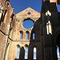 Abbazia di San Galgano - interno della navata.jpg