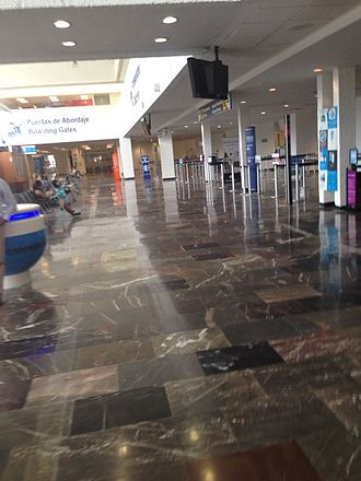Acapulco International Airport - Main corridor of the airport.