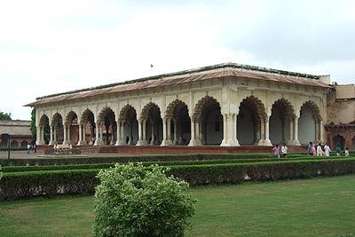 Agra-Fort-gardens-104.JPG
