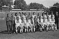 Ajax presenteert A-selectie voor komend seizoen staand v.l.n.r. Jan Daan (hulpt, Bestanddeelnr 927-3726.jpg