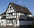 Alfter Fachwerkhaus Hertersplatz 2.png