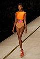 Alguma dúvida de que laranja é a cor do verão? @ São Paulo Fashion Week em Junho de 2011.jpg
