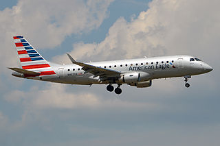 https://upload.wikimedia.org/wikipedia/commons/thumb/d/d0/American_Eagle%2C_N407YX%2C_Embraer_ERJ-175LR_%2820181377525%29.jpg/320px-American_Eagle%2C_N407YX%2C_Embraer_ERJ-175LR_%2820181377525%29.jpg