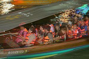 Floating market - Image: Amphawaaa