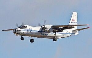 Deutsch: Antonow An-30 fliegt im Rahmen des Ve...