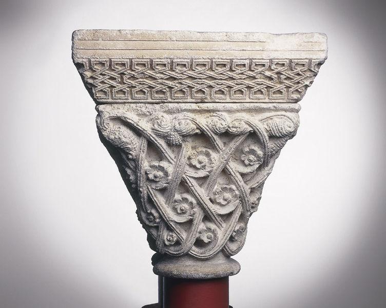 file anonyme toulousain chapiteau de colonnes jumelles r seau avec roses et palmettes. Black Bedroom Furniture Sets. Home Design Ideas