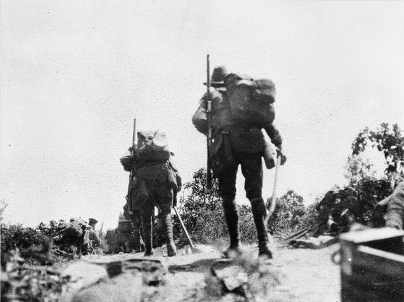Australian troops on Plugge%27s Plateau