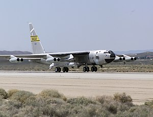 B-52 carries X-43A.jpg