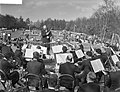BBC concertorchestra geeft een concert op de Keukenhof, Bestanddeelnr 910-3209.jpg
