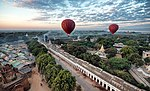 Balloons over Bagan (14892807632).jpg