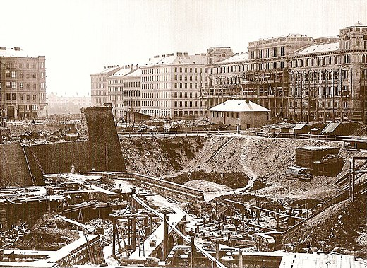 Construction site of the new building, 1863 Bau Staatsoper.jpg