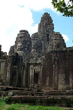 Bayon temple - closer view.jpg
