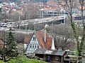 Beim 366 km langen Neckartalradweg, Haus im Verkehrsgewühl - panoramio.jpg