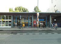 Berlin - U-Bahnhof Turmstraße (9487875321).jpg