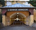Berlin S-Bahn Bhf Hermsdorf (S01 0142 0061).jpg