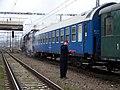 Beroun, Křivoklát expres (prosinec 2013), šéf u lokomotivy, s mobilem.jpg