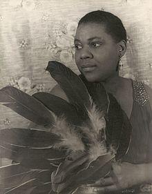 Bessie Smith (1936) by Carl Van Vechten.jpg
