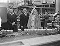 Bezoek koningin Juliana en prins Bernhard aan Gelderland. BezoekTiel jamfabriek, Bestanddeelnr 904-0701.jpg