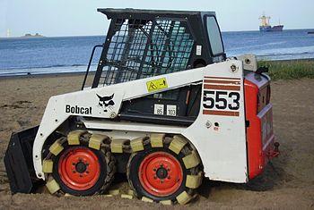English: A Bobcat 553 Deutsch: Ein Kompaktlade...