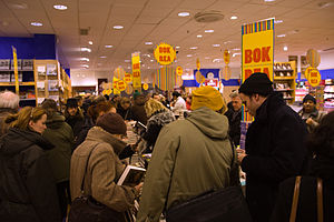 English: People in a store at midnight, the st...