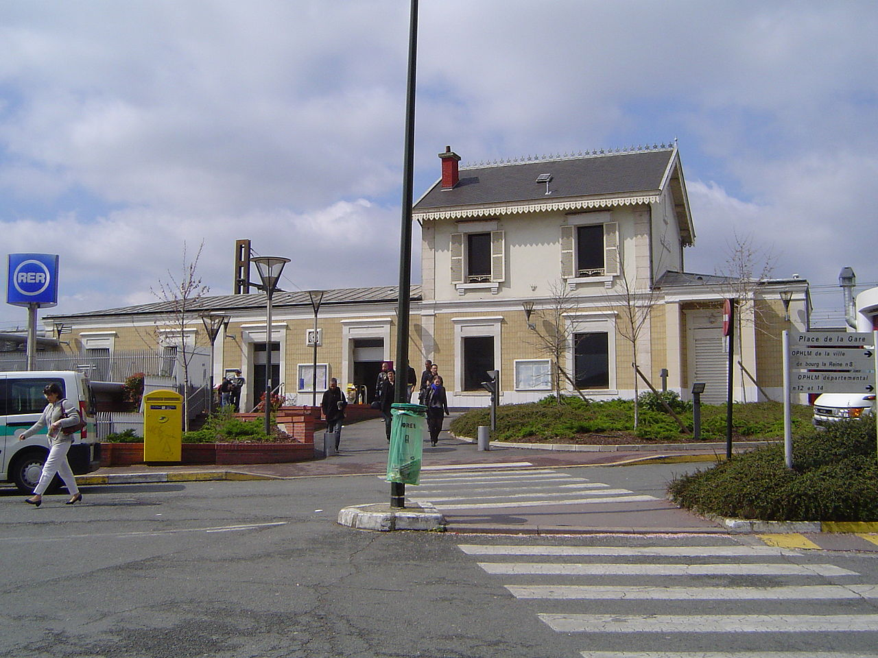 Fichier bourg la reine gare du rer 1 jpg wikip dia - Monoprix bourg la reine ...
