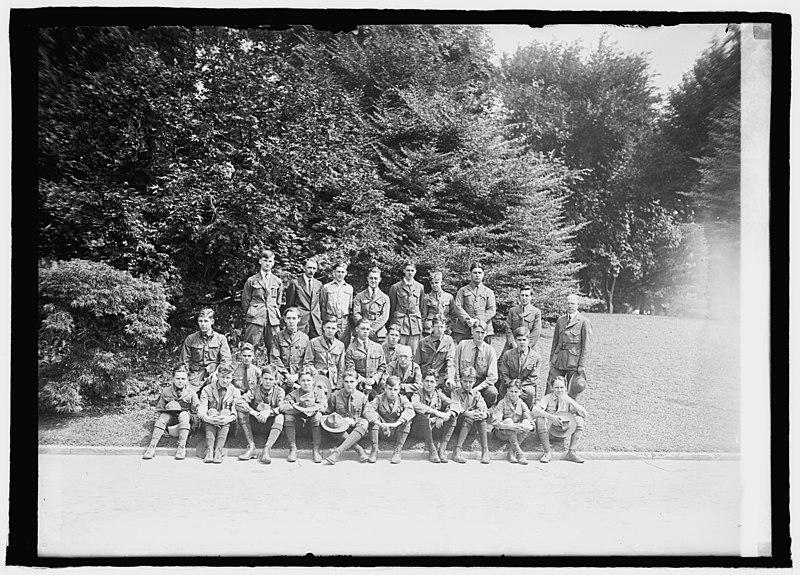 File:Boy Scout group LCCN2016847689.jpg