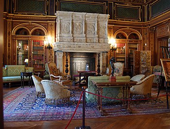 English: The library at The Breakers in Newpor...