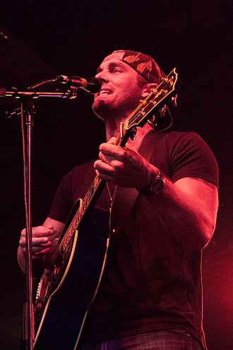 Brett Young (singer) - Image: Brett Young in concert 2015