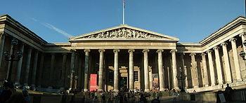 Entrada al Museo Británico.